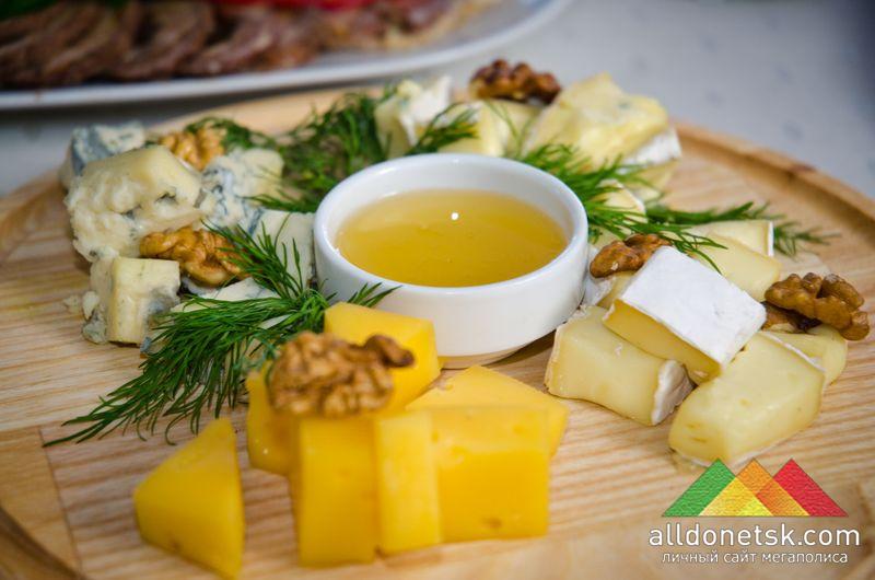 Изысканная сырная нарезка...