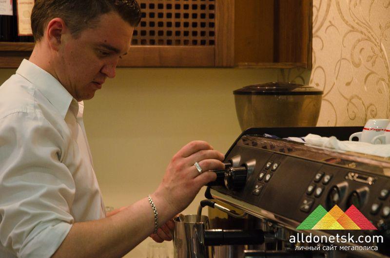 ...или на чашечку кофе на любой вкус, приготовленного опытными барменами с многолетним стажем.