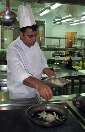 шеф-повар Мухаммед Место начал мастер-класс