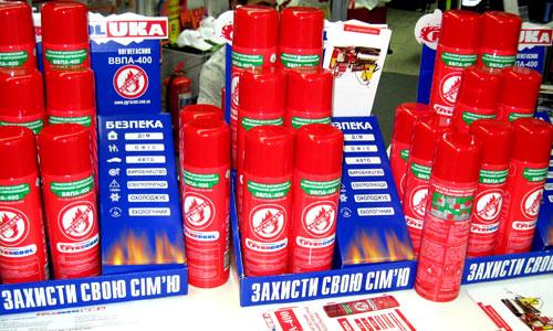 На выставке можно было приобрести недорогие противопожарные баллончики