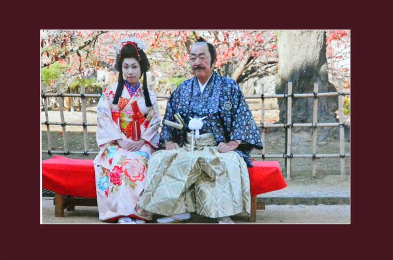 Вот так выглядит классическая пара японцев