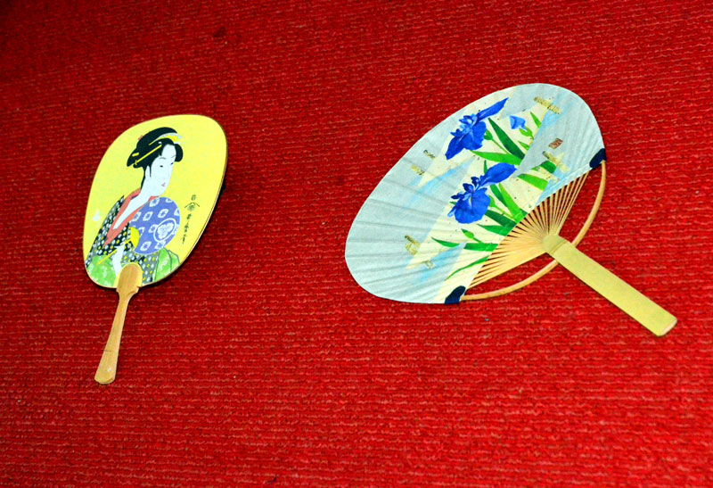 Японский веер отличается простотой и легкостью