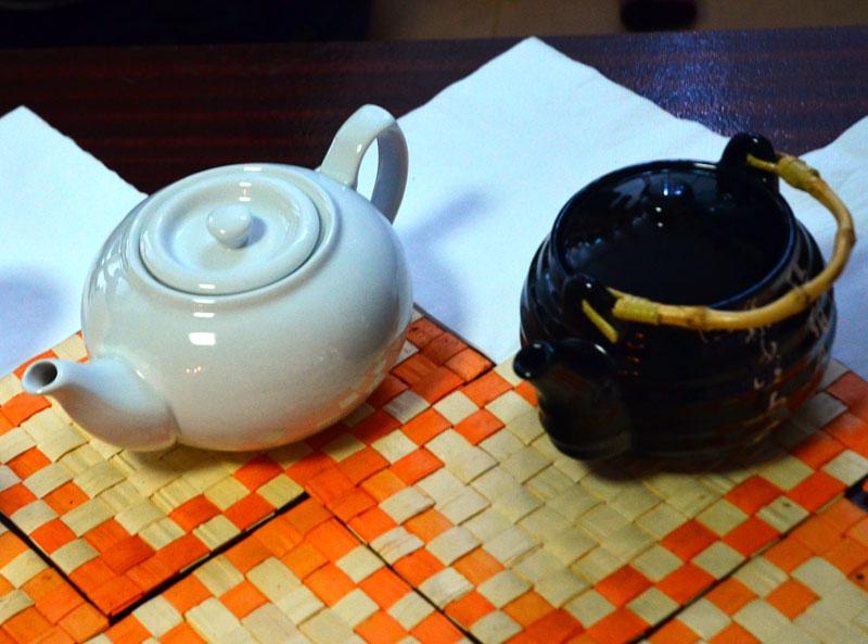 Первые посетители выставки были приглашены на чайную церемонию